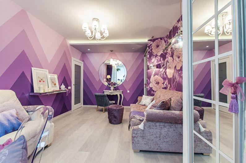 Papier peint violet à l'intérieur de la salle