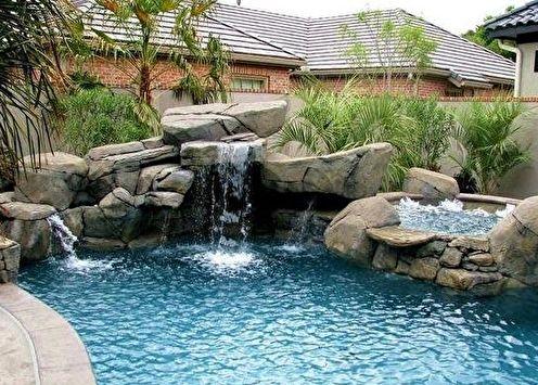 Rocaille dans l'aménagement paysager d'une maison d'été ou d'une résidence