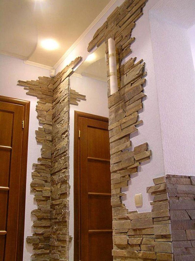Décoration miroir dans le couloir avec pierre décorative - photo